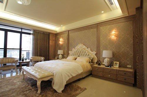低調華麗風格的壁紙,結合法式風格家具