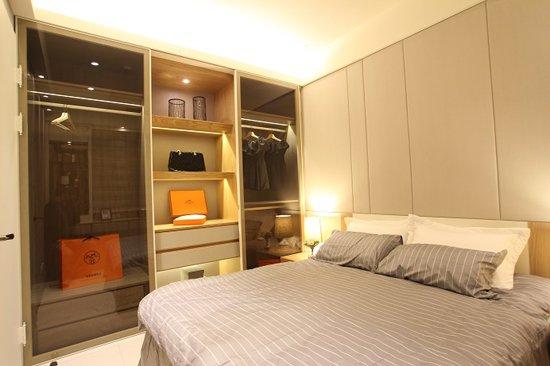 主臥室展現輕鬆、活潑的 空間設計特質。