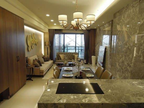餐廳、客廳、到陽台,無隔間設計,視覺景深一路延伸。