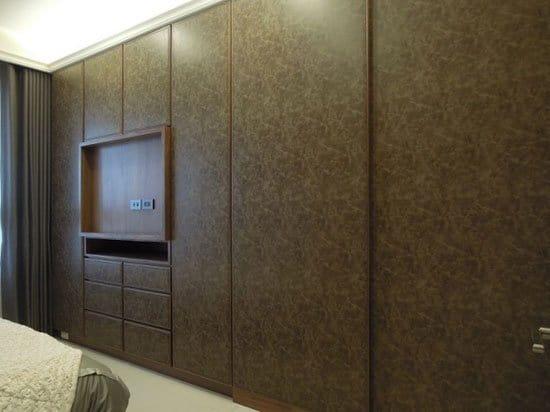 復古的皮革紋完整牆面,展現不凡的氣質。