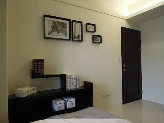 床尾設有造型展示櫃,既優雅且實用。