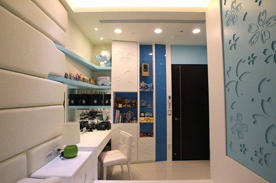 淡藍色+白色的設計搭配:空間顯得更寬敞,一進來就能完全放鬆。
