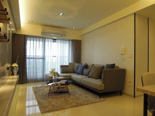 客廳簡約但不失現代感的空間設計,突顯空間寬闊的氛圍,回到家就有好心情。