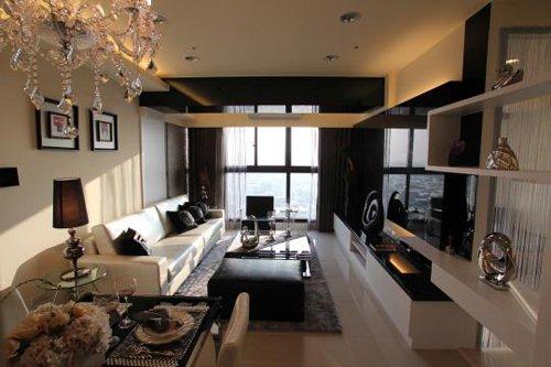 ※壁面採用橡木噴白搭配茶鏡等元素,讓整個場域有著通透及達到完美和諧的效果。